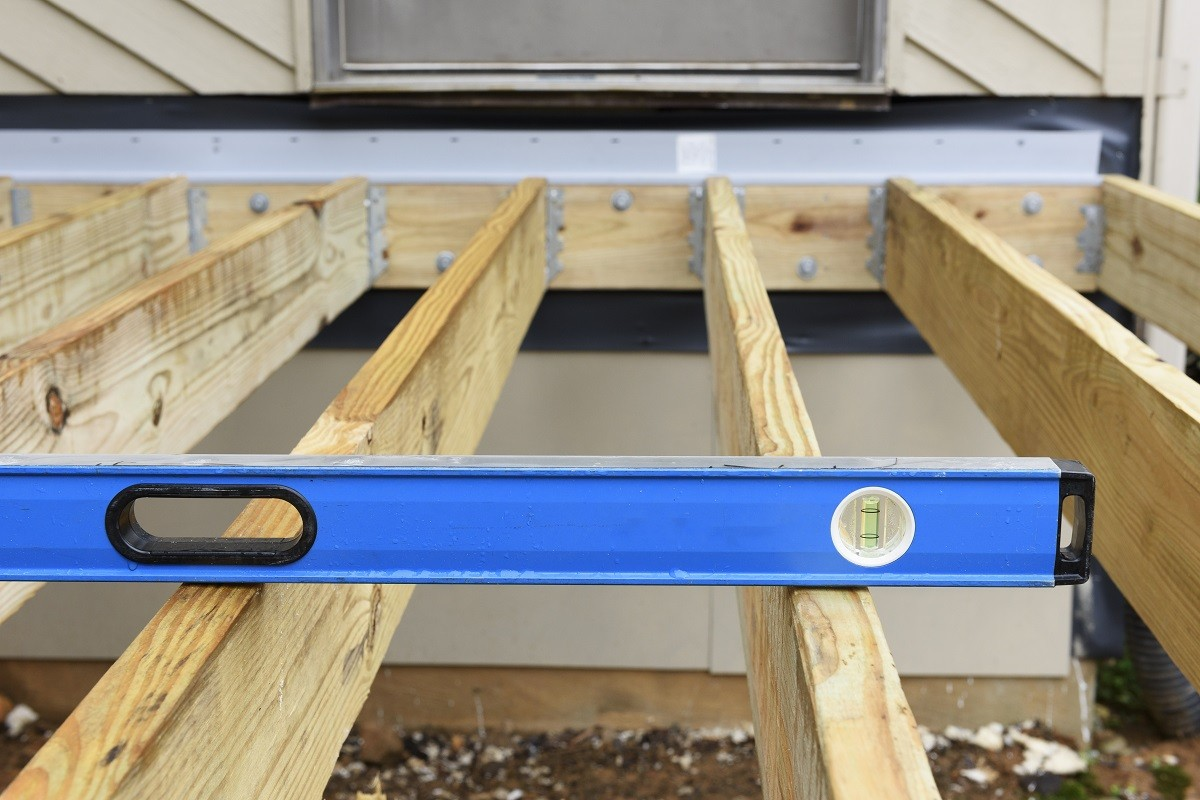 how to install deck joists